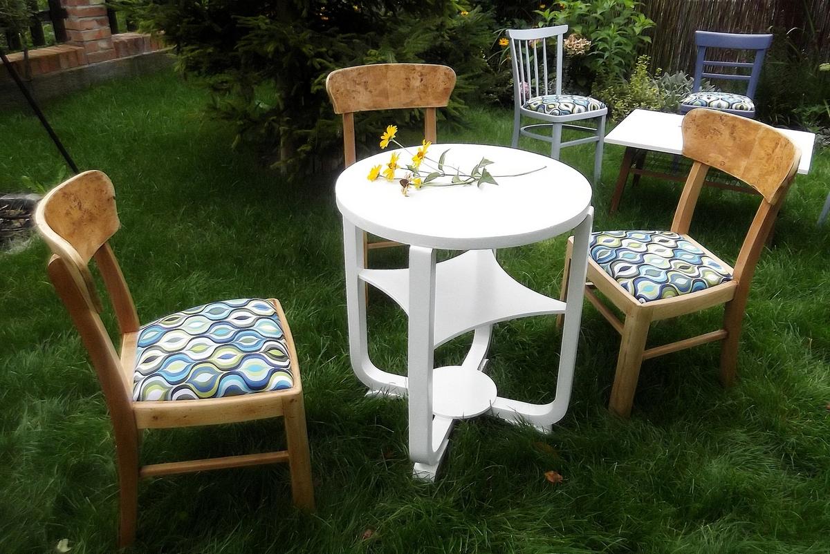 Krzesla i stoliczek Tomasz Motloch motlochartcom (1)