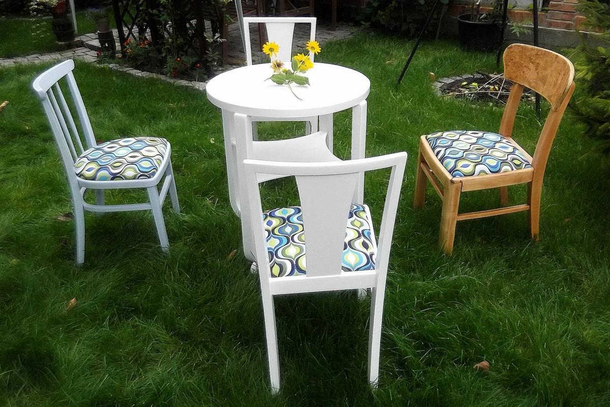 Krzesla i stoliczek Tomasz Motloch motlochartcom (2)